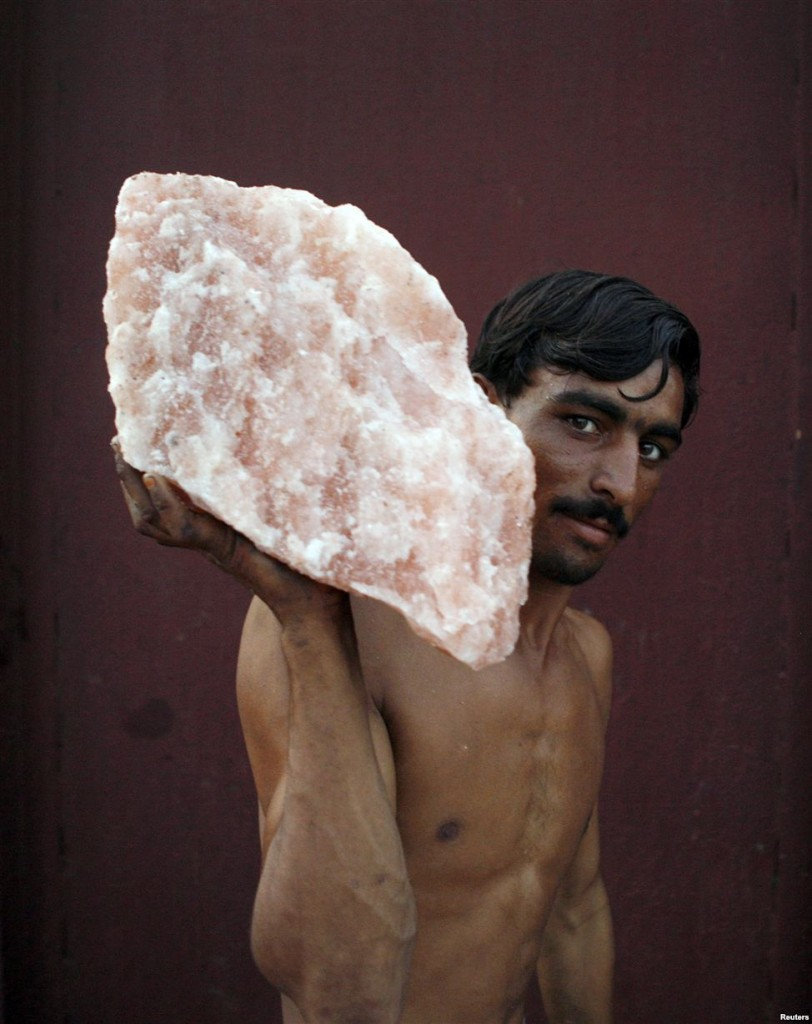 Pink Gold Of Pakistan,Pink Gold, Pakistan,pink,gold,himalayn,salt,nothern areas,Jamie Oliver,colourful pakistan,colourful,gift shops,gift,shops